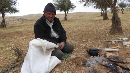 Jabar making tea: Credit EAPPI/ P Moore