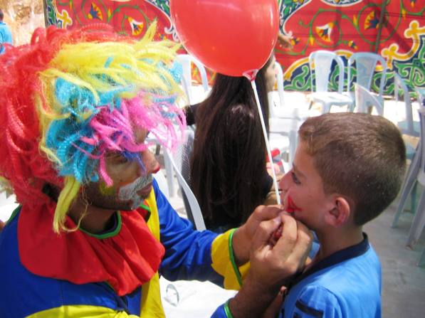 Face painting.  Photo: EAPPI/E.Brightwell