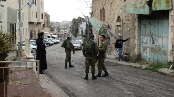 [EAPPI] – Three soldiers withhold IDs and detain two Palestinian men whilst trying to visit friends on Shuhada Street in Hebron