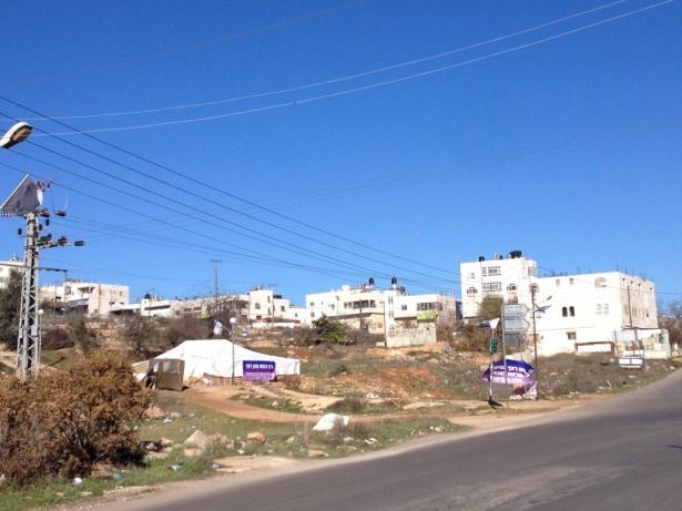 Synagogue tent built on the Jabari's land between Givat Ha'avot and Kiryat Arba settlements (Photo: EAPPI/Sabrina Tucci -