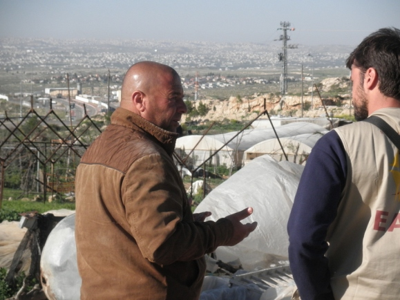 mahmoud-and-ea-overlooking-checkpoint-photo-eappi-e-mitze.jpg
