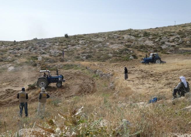 13.05.16 South Hebron Hills, Protective presence at Al Simeri near Shib al Butum, Photo EAPPI M Huff