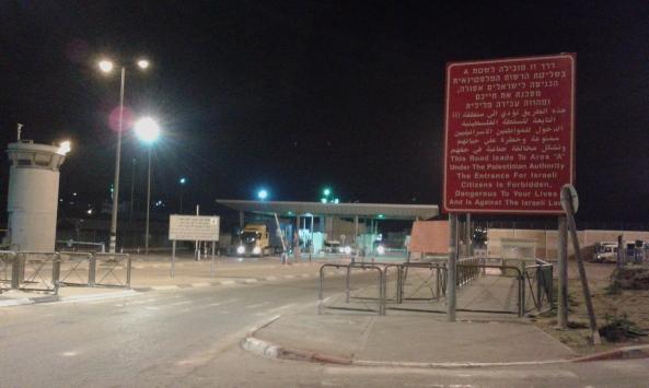 Approach to Qalandiya checkpoint Photo:EAPPI/Sarah