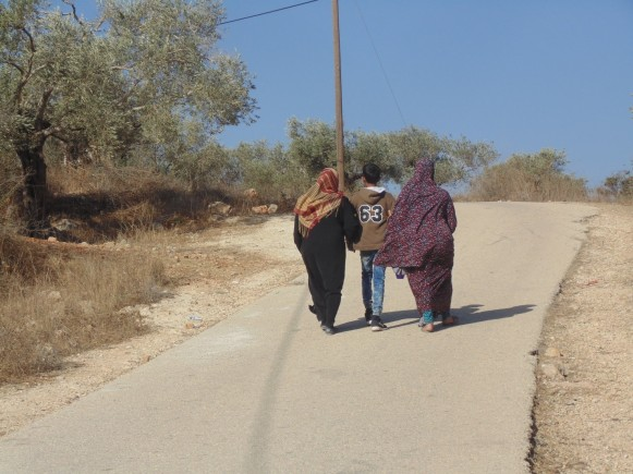 Boy walks with his mother and grandmother. Photo:EAPPI/Margaret
