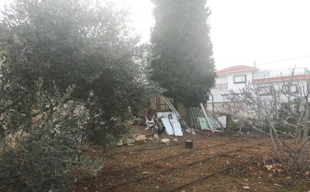 Settlement housing bordering Hani's garden. Photo: EAPPI/John