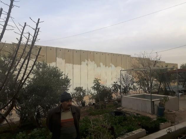 Barrier alongside Hani's garden. Photo: EAPPI/John
