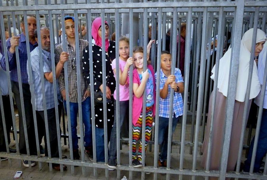 children at checkpoint (1)