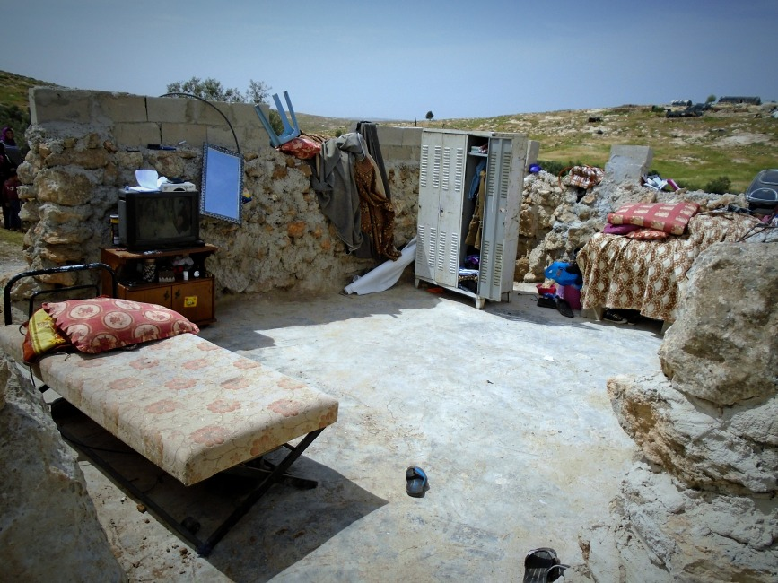 280318 Susiya Living room after canopy confiscated by army Photo EAPPI RClarke